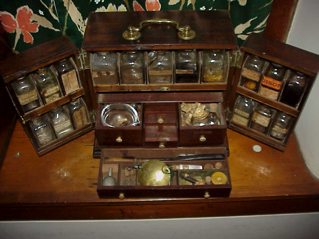 ... BMC - DRAWERS.jpg (73529 bytes) - Medical Antiques: Apothecary And Drug Kits